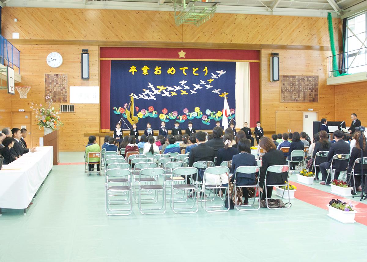新居小学校・北原小学校の卒業式...